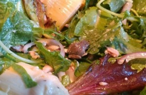 Woman finds frog in packed salad, keeps it as pet